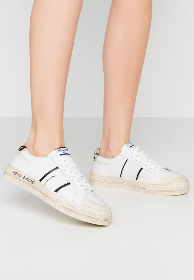 Sneakers laag - tricks white