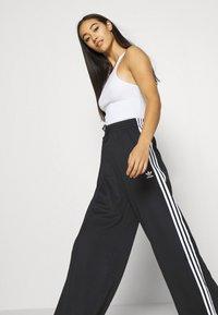 adidas Originals - RELAXED PANT  - Teplákové kalhoty - black - 3