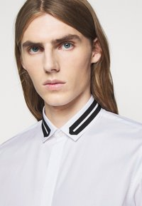 Neil Barrett - TUXEDO GROGRAIN TAPE COLL - Shirt - white/black - 3