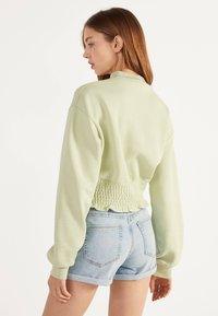 Bershka - DENIM-SHORTS MIT SAUMAUFSCHLAG 02596211 - Denim shorts - blue - 2