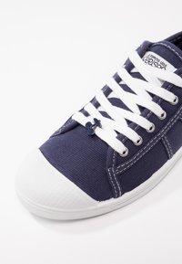 Le Temps Des Cerises - BASIC - Sneakersy niskie - indigo - 2