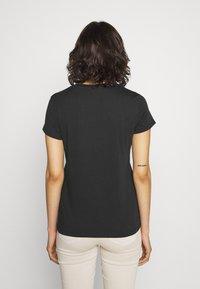 Levi's® - THE PERFECT TEE - T-shirt z nadrukiem - caviar - 2