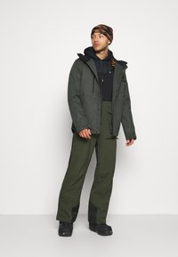 Oakley - SHELL BIB - Snow pants - black/green - 1