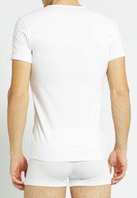 Tommy Hilfiger - 3 PACK - Undershirt - black/grey heather/white - 2
