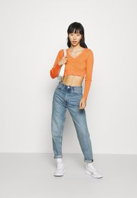 Glamorous - V NECK CROP WITH BUTTON DETAIL - Cardigan - orange - 1