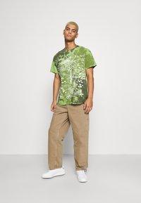 Vintage Supply - SKELETON SLOGAN GRAPHIC TYE DYE - Print T-shirt - green - 1