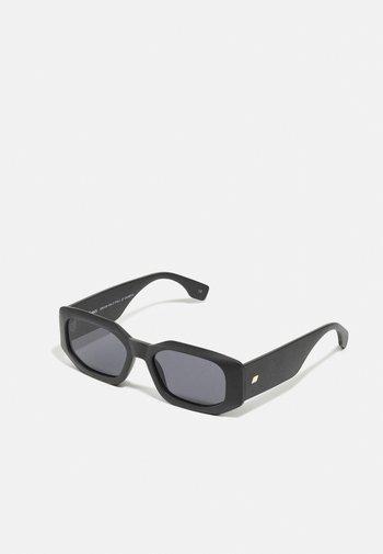 SUSTAIN HALF FULL - Sunglasses - black grass