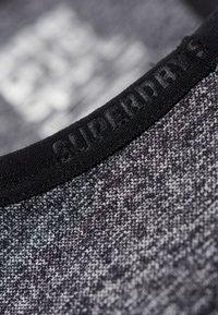 Superdry - MIT EINSATZ - T-shirt bra - mottled black - 4