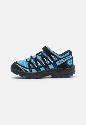 XA PRO 3D UNISEX - Hiking shoes - ethereal blue/surf web/white