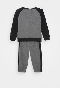 Nike Sportswear - CREW SET - Survêtement - carbon heather