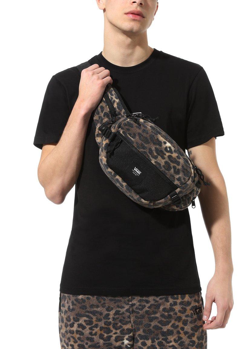 Vans - MN SURVEY CROSS BODY - Across body bag - leopard print