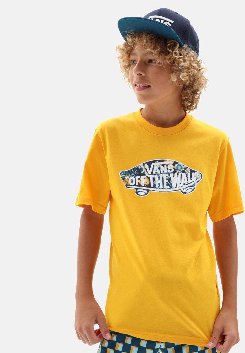 Vans - BY OTW LOGO FILL  - Print T-shirt - saffron/califas