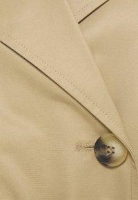 Selected Femme Petite - SLFWEKA - Trenchcoat - cornstalk - 5