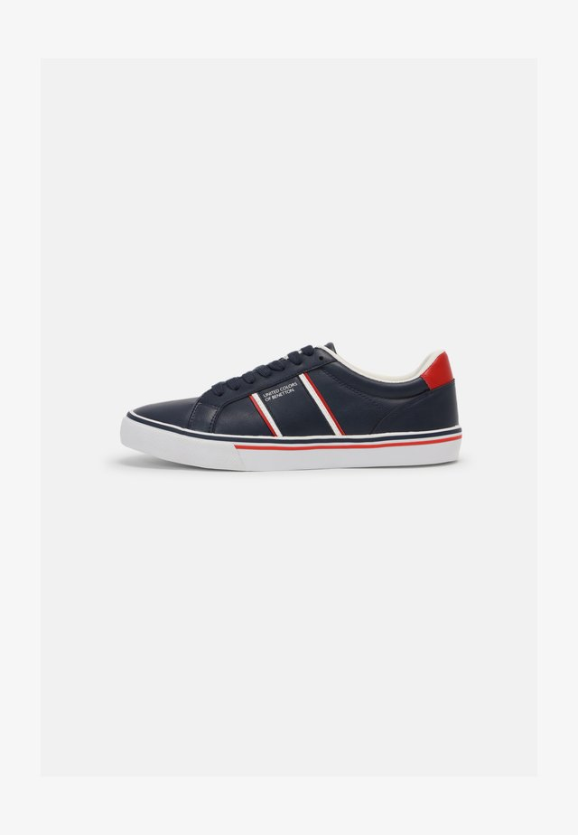 CRISPY - Trainers - navy/red