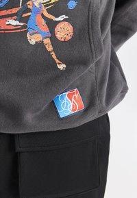 SIKSILK - SPACE JAM OVERSIZED GRAPHIC HOODIE - Sweatshirt - grey - 5