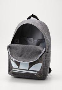 adidas Originals - CLASSIC - Rucksack - black - 2