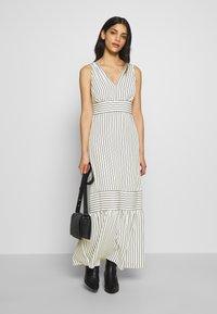 Lauren Ralph Lauren Petite - DANIKA SLEEVELESS DAY DRESS - Maxi dress - cream/navy - 1