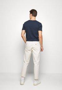 GAP - EASY PANT - Pantaloni - unbleached white - 2