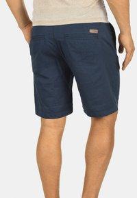 Solid - CHINOSHORTS THEMENT - Shorts - insignia b - 1