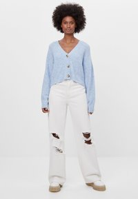 Bershka - CROPPED - MIT KNÖPFEN - Cardigan - light blue - 1