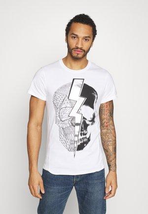 LIGHTNING SKULL TEE - T-shirt z nadrukiem - white