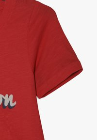 LMTD - NLFKATTY SHORT BOX - Print T-shirt - poppy red - 2