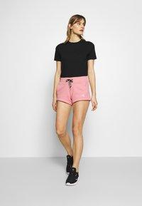 Calvin Klein Jeans - CK EMBROIDERY REGULAR SHORT - Shorts - brandied apricot - 1