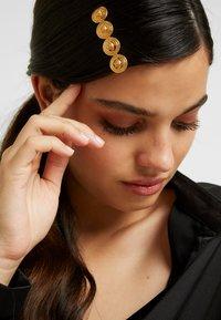 Versace - HAIR ACCESSORIES - Accessoires cheveux - gold-coloured - 1