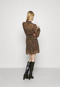 Forever New - ALISON SHIRRED NECK SKATER DRESS - Day dress - brown - 2