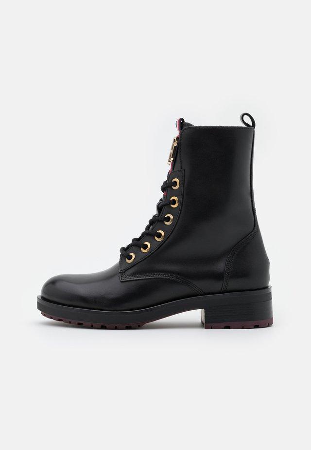 ESSENTIAL BOOT - Snørestøvletter - black