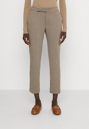 ADOM PANT - Spodnie materiałowe - classic camel multi