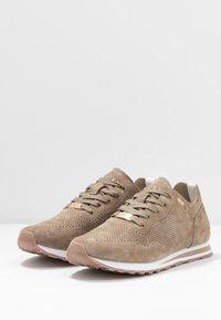 Mexx - CIRSTEN - Sneakersy niskie - taupe - 4