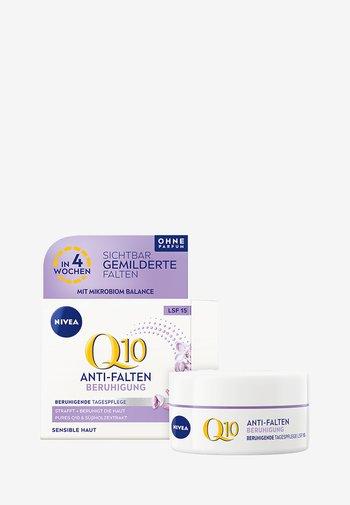 Q10 SENSITIVE DAY CARE - Face cream - -