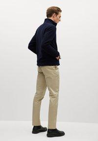 Mango - FLUFFY - Fleece jacket - dunkles marineblau - 2