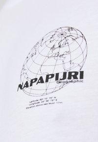 Napapijri - GRAPHIC - T-shirt med print - white - 6