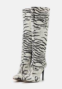 Trendyol - Kozačky na vysokém podpatku - white - 2