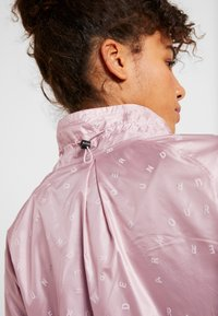 Under Armour - ATHLETE RECOVERY IRIDESCENT JACKET - Sports jacket - dash pink - 4