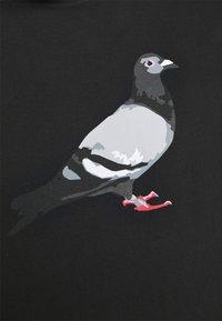 STAPLE PIGEON - TEE UNISEX - Print T-shirt - black - 5
