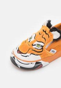 Vans - WILD TIGER UNISEX - Trainers - orange - 5