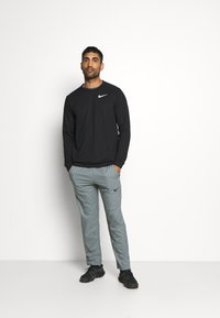 Nike Performance - DRY CREW - Bluza - black - 1