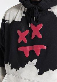 SIKSILK - OVERSIZED BLEACH WASH AOKI HOODIE - Sweatshirt - black/white - 4