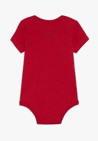 Nike Sportswear - BABY 3 PACK - Dárky pro nejmenší - university red - 1