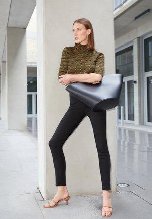 NO HANDLE TULIP TOTE - Tote bag - black