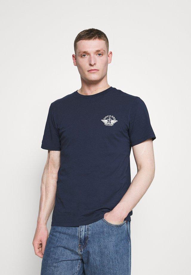 LOGO TEE - Camiseta estampada - pembroke
