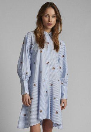 NUDAHLIA  - Shirt dress - blue stripe