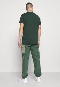 adidas Originals - UTILITY TWO IN ONE ORIGINALS - Cargo trousers - green oxide/clay - 2