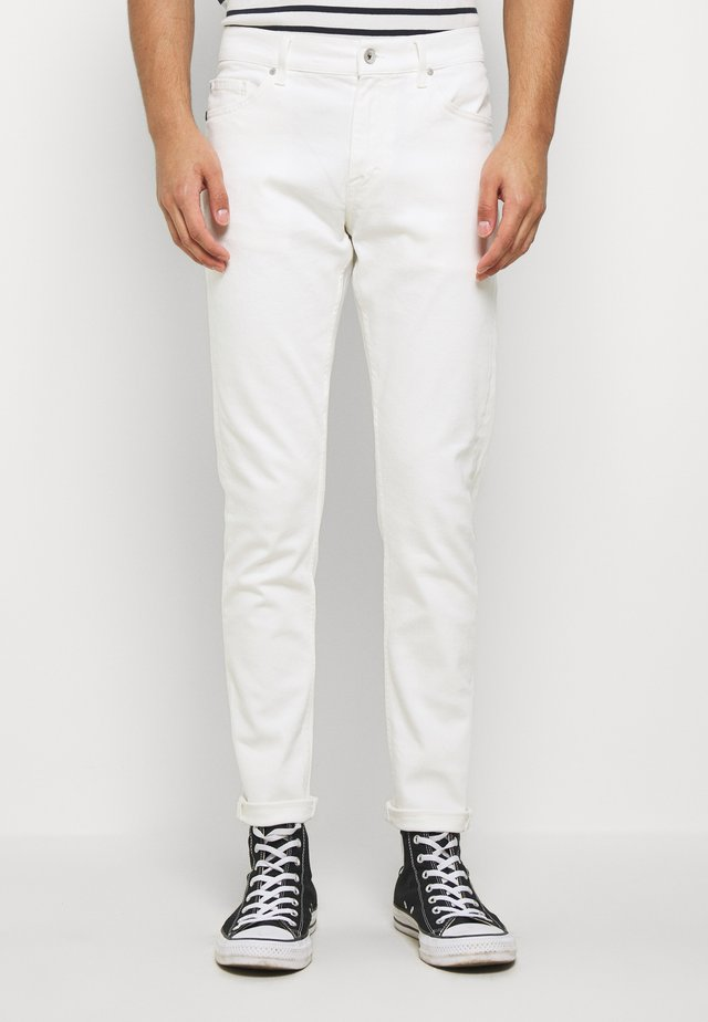 EVOLVE - Slim fit jeans - white