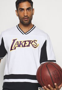 Mitchell & Ness - NBA LOS ANGELES LAKERS FINAL SECONDS - Article de supporter - black/white - 3