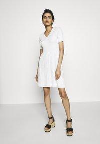 M Missoni - DRESS - Strikket kjole - white - 1