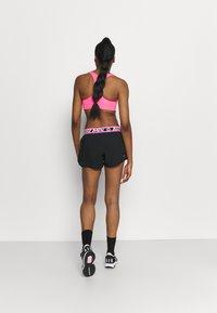 BIDI BADU - TIIDA TECH SHORTS - Sportovní kraťasy - black/pink - 2
